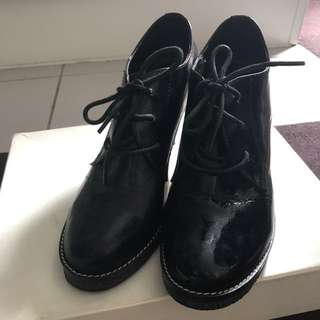 Size 8-8.5 Oxford shoes style heels