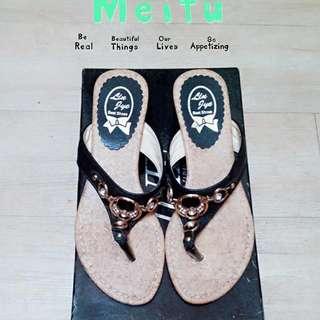 造型黑色夾腳鞋