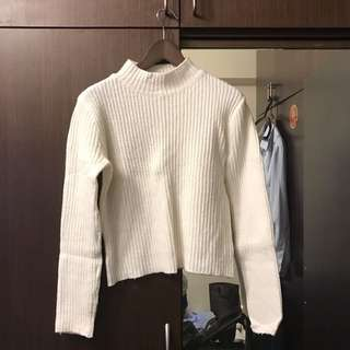 🚚 白色短毛衣