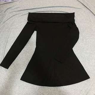 二手拍賣🙌🏻 H&M 黑 長袖一字領貼身洋裝 (有改過長度 肩膀到裙底約莫66公分)