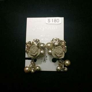 日系夾耳環 (灰色花,旁邊為茶色閃石)