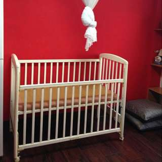 嬰兒床(須自行組裝)