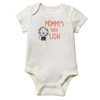 豆釘兔雜貨鋪 嬰兒用品代購 美國直送 BabyGap Mommy's little lion bodysuit BB衫 夾衣 包屁衣