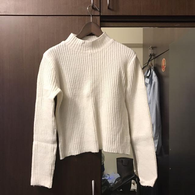 白色短毛衣