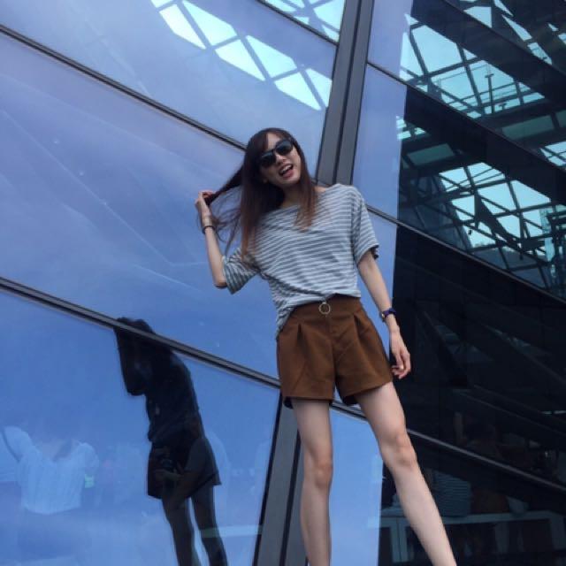 二手女生短褲 卡其色休閒 拉鍊圓圈式伸縮腰圍 女孩熱褲 咖啡色布料厚