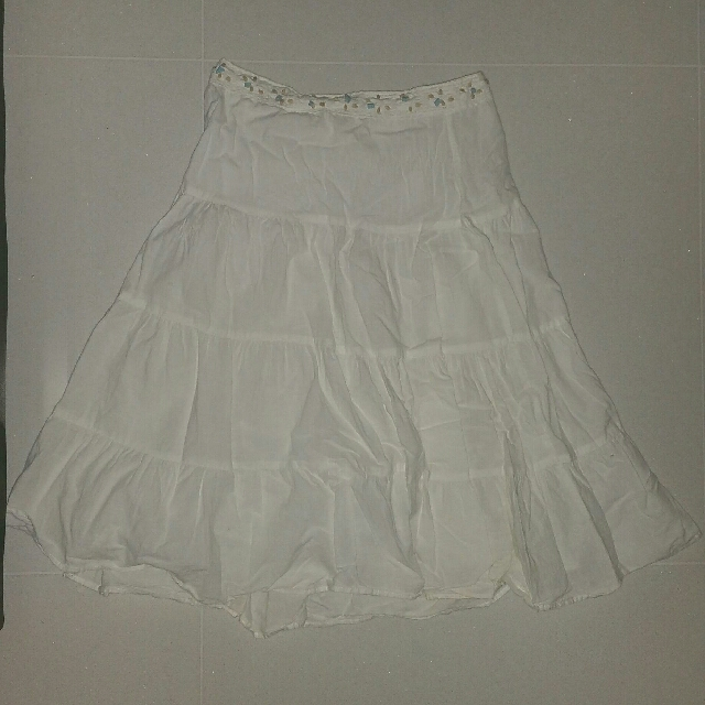 4841d0adf9 BN Forever 21 White Beaded Skirt, Women's Fashion, Clothes, Dresses ...