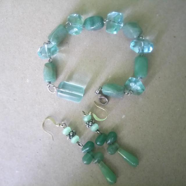 SALE!  Set Jade Gemstone Bracelet And Earring