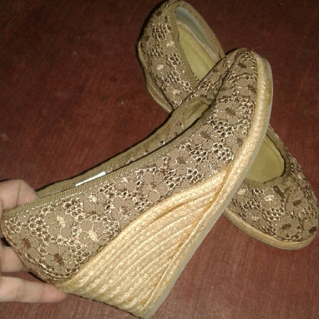 Lace Wedge (6.5)