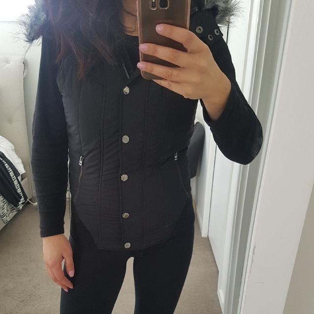Lorna Jane Black Puffer Vest Size Medium