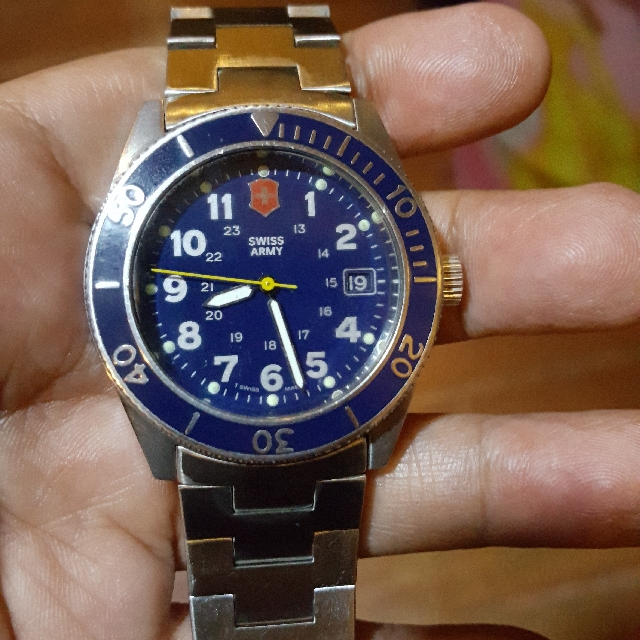 Men's Victorinox Swiss Army Lancer Rare Vintage Watch Swiss ETA quartz