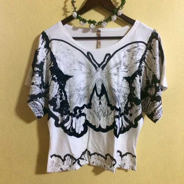 ✨NEW✨ Butterfly black and white top
