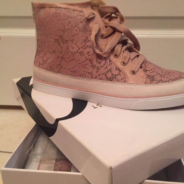 Nine West High Top Pink Lace Zip Up Shoes
