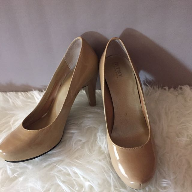 Patent Leather MTNY nude Pumps