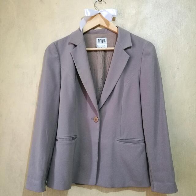 Studio beige one-button office blazer (no shoulder pads)