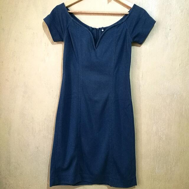 Sweetheart neckline knee-length dress
