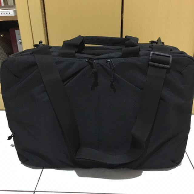 Uniqlo 3 way bag