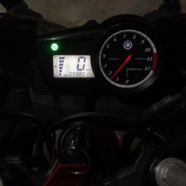 Yamaha R15 V1