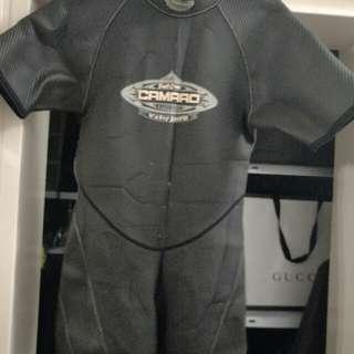 Camaro Shortie Wetsuit Dive Diving Scuba Size 48 Looks Small
