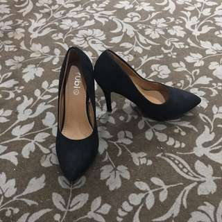 4 inches black shoes