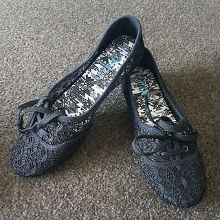 Cute Black Shoes Size 9