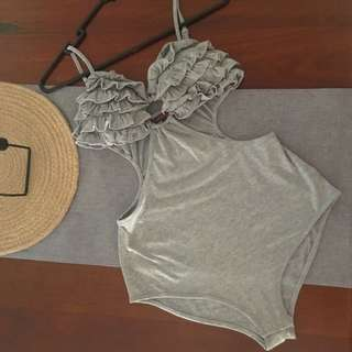 Reverse (size M)- Grey Cut-out One Piece