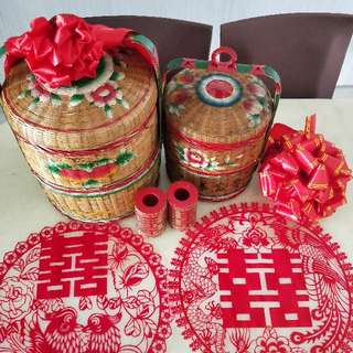 2 Traditional Wedding Baskets,1pair of candles Holders ,Selling All As A Set. FOC 2 Red Round 喜喜