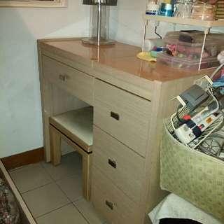 附椅化妝桌(台)