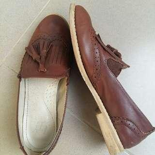 Sepatu Wanita Loafer Flat Shoes Warna Coklat Tua NOT Adidas Puma Nike New Balance Guess
