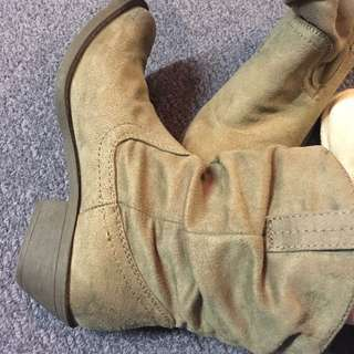 Light brown suede boot