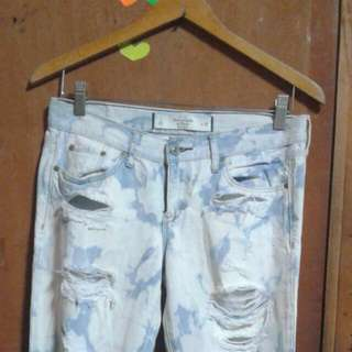 Abercrombie and Fitch  Tattered Jeans Original size 26 Us SIZE but fit size 28  Very Nice In Actual..  galing package dli Lng Jud Masud  nko 😢