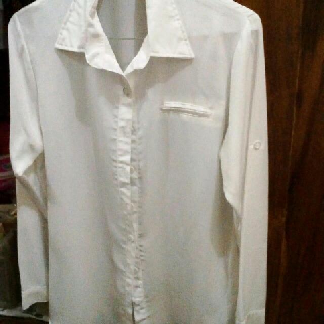 Baju Wanita Putih Polos Lengan Panjang