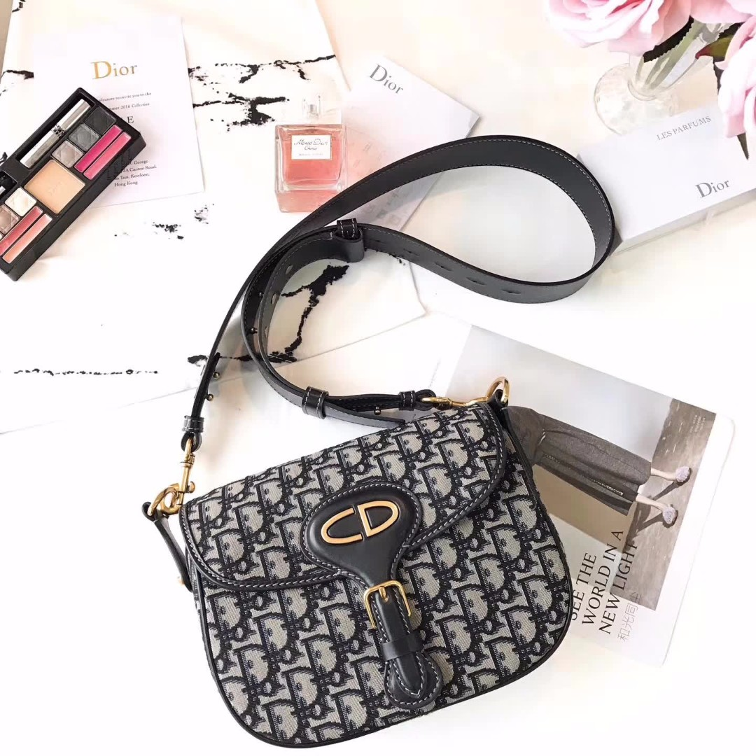8905c08b77f Dior Oblique Saddle Bag, Luxury, Bags & Wallets on Carousell