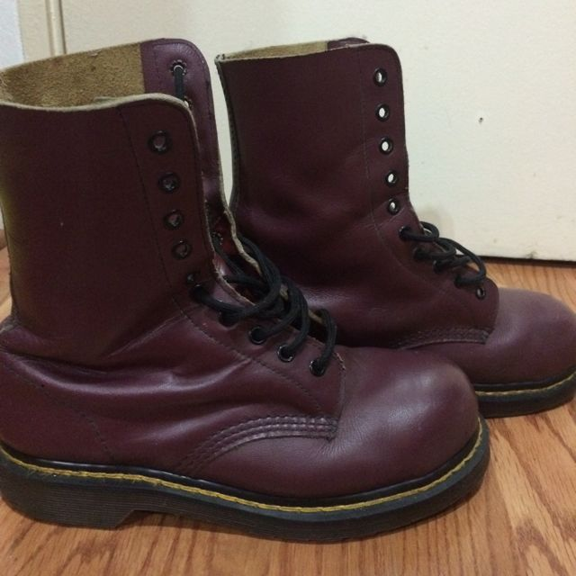 hot sale look for no sale tax Dr Martens 10i