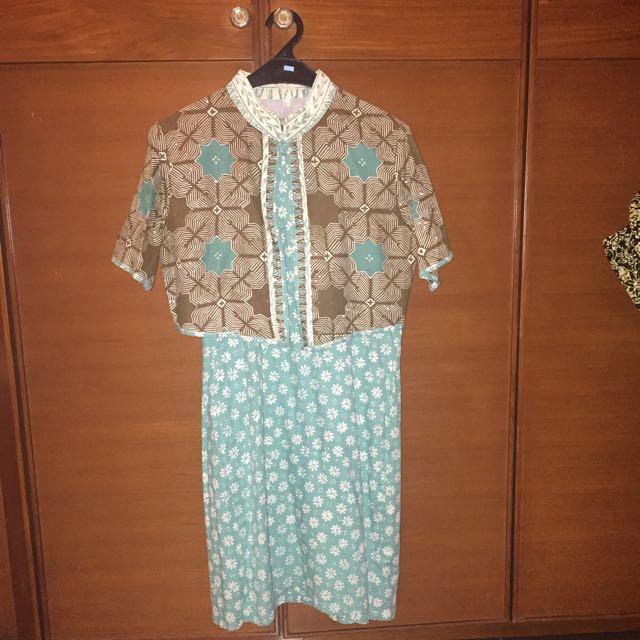 Dress Batik Tosca dengan Bolero