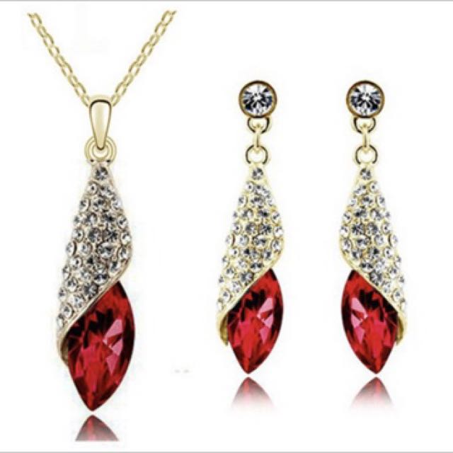 Elegant  Crystal Red Pendant Alloy Chain Necklace Jewelry Gifts.