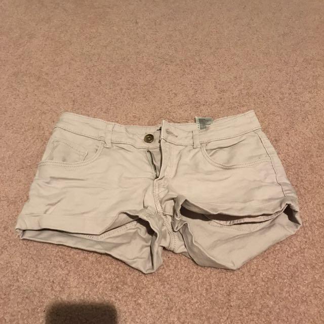 H&m tan shorts