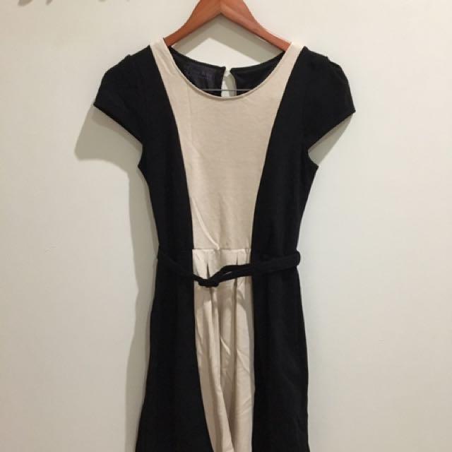 HOT ITEM - Black Creme Dress