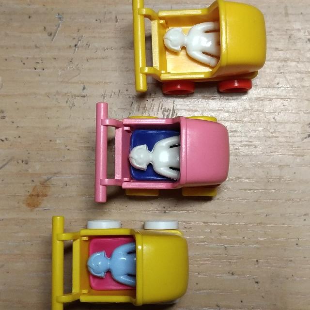 playmobil摩比人 - 黃車白輪藍娃娃/ 粉紅車黃輪白娃娃/ 黃車紅輪白娃娃(沒有睡墊)