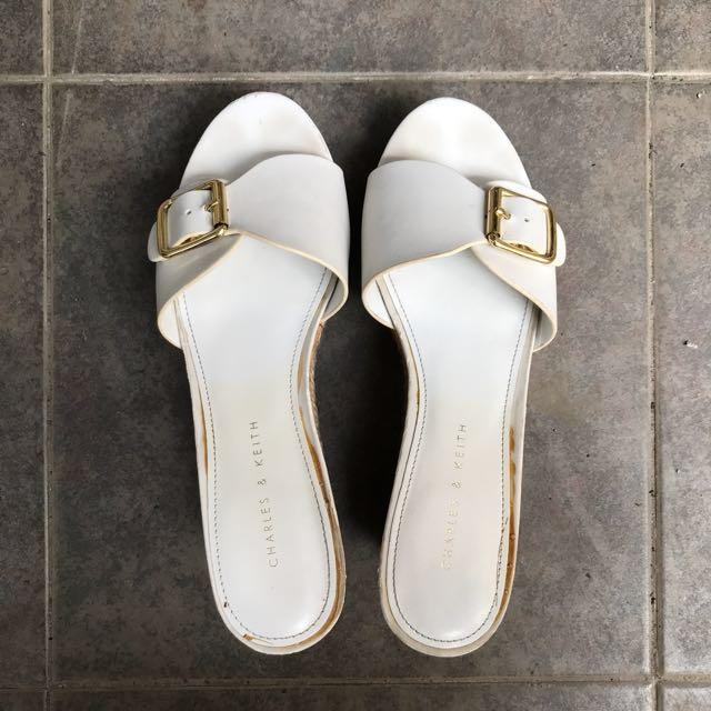 Sendal Sandal Wedges Charles&Keith Size 36 Warna Putih MULUS MURAH Original