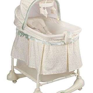 Kolcraft 2-in1 rocking bassinet