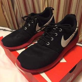 Nike Roshe Rosherun - Size 6