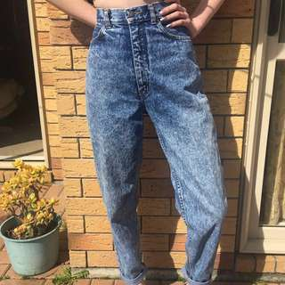 Size 10-12 ✨ MOM Jeans