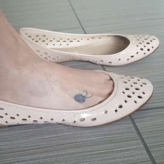 Witchery EUC Leather Flats Size 40.