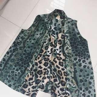 Blouse motif leopard