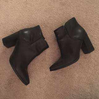 Nine West black leather boots 7.5