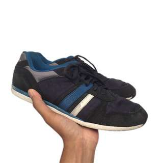 Guess Size 43