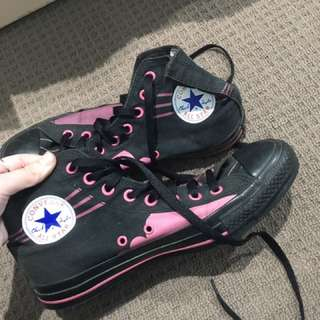 Woman's size 7 converse