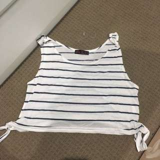 Ally crop, size small
