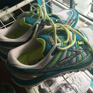 brooks rubber shoes