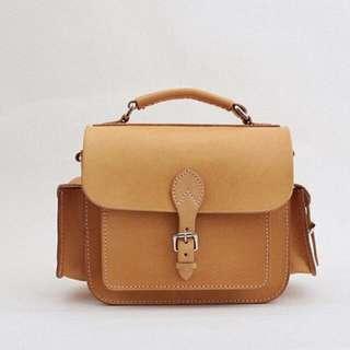 🚚 Joydivision棕色植鞣革真皮單眼相機包側背包